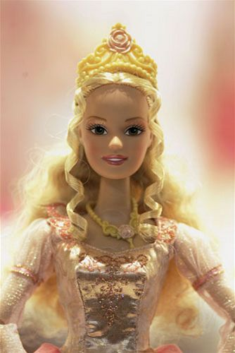 I odporná, kýčovitá Barbie slaví MDŽ